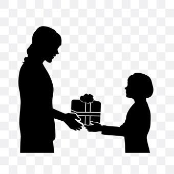孩子们拿到礼物
