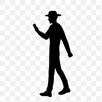 查看智能手机的男人
